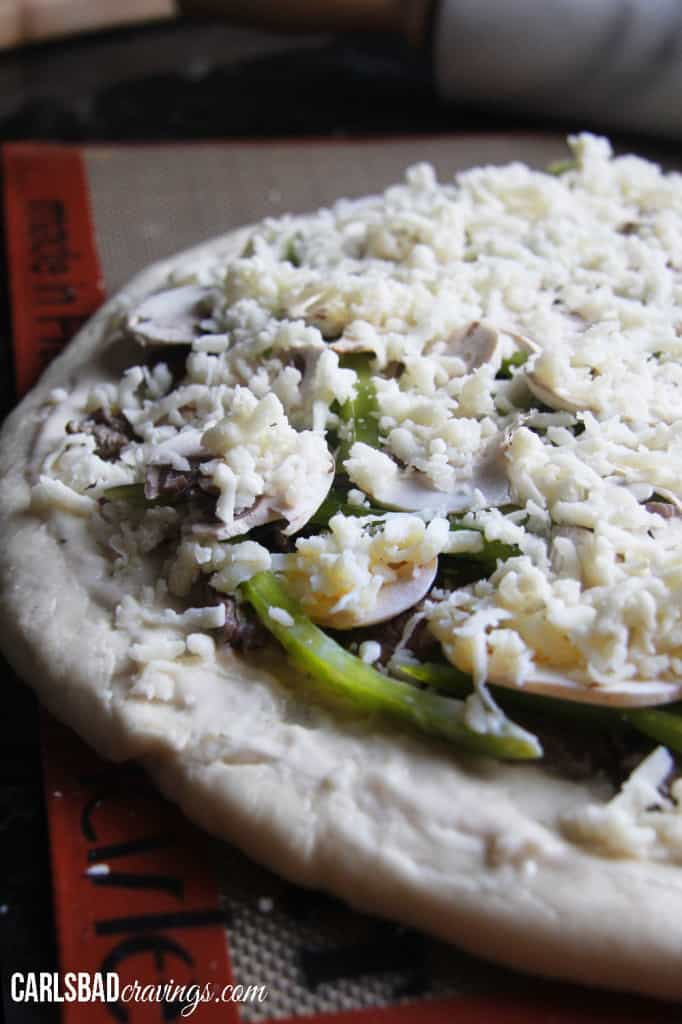 Alfredo-Philly-Cheesesteak-Pizza01-03
