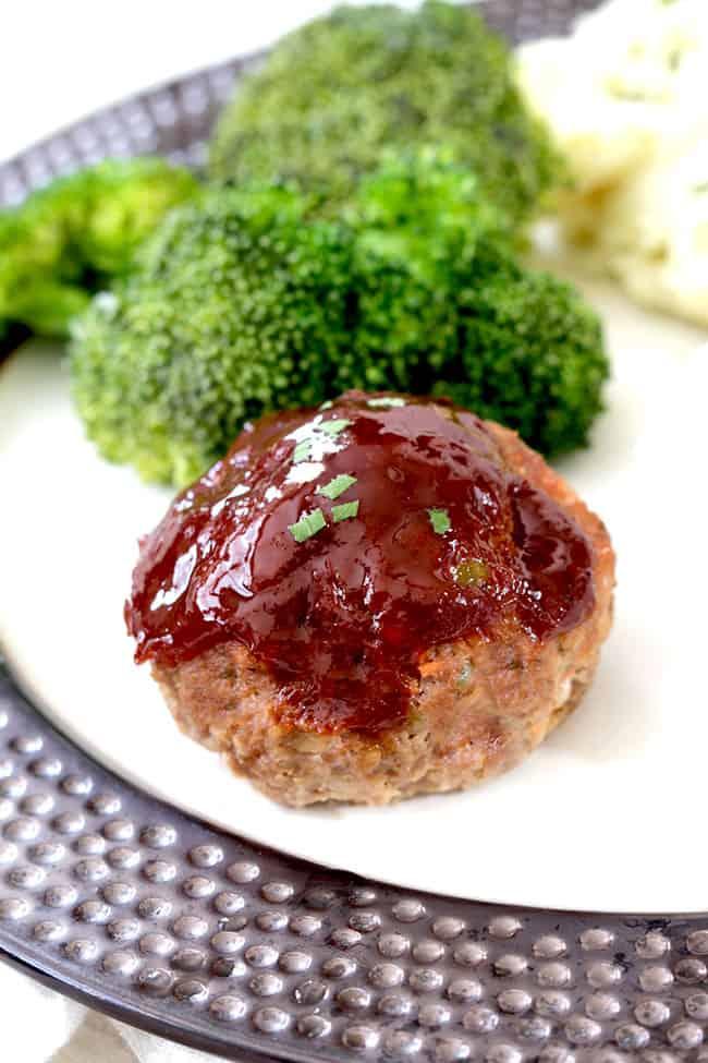 Mozarrella-Stuffed-Meatloaf-Muffins8