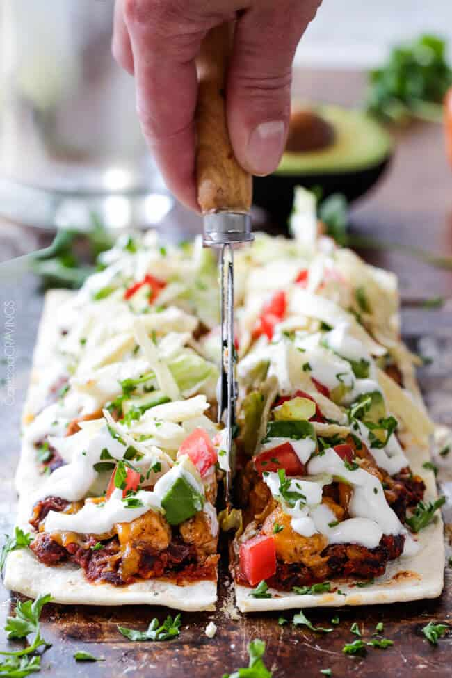 Chipotle Ranch Chicken Taco Flatbread Pizza is one of the BEST pizzas you will ever make and takes minutes to whip up! #tacopizza #flatbreadpizza