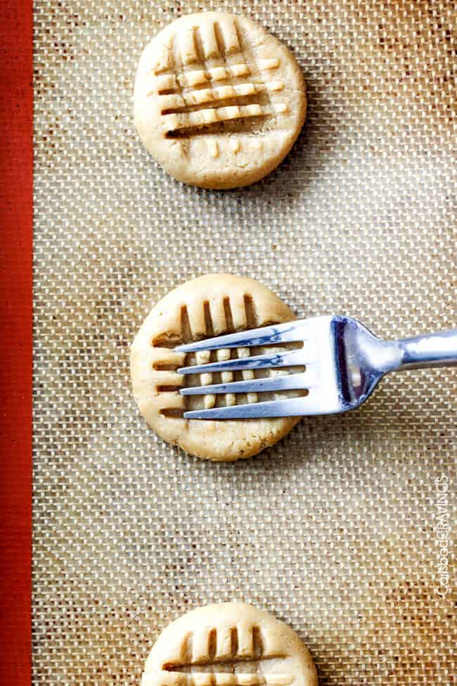 showing how to make peanut butter cookies by pressing a criss cross hatch patter