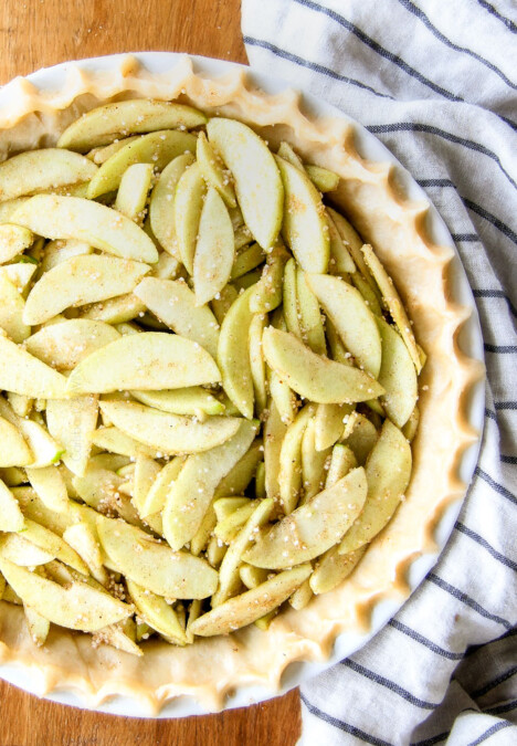 BEST EVER easy, NO FAIL pie crust recipe with step by step photos and instructions! You will never use another recipe again! #piecrust #pie #recipe #thanksgiving