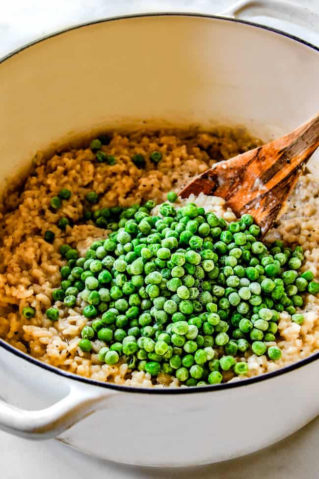 showing how to make risotto by adding peas
