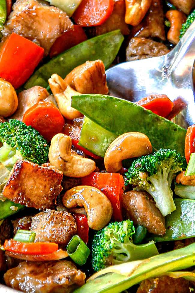 up close of best chicken stir fry recipe in a large skillet with chicken, vegetables and stir fry sauce