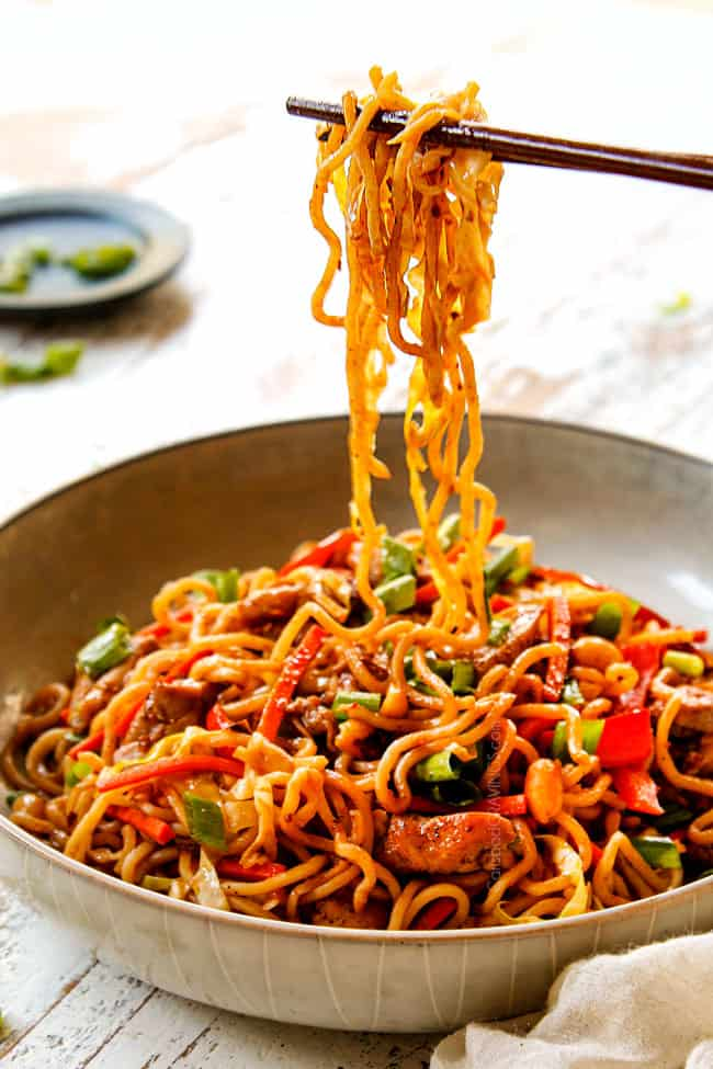 showing how eat chicken yakisoba by picking up yakisoba noodles with chopsticks