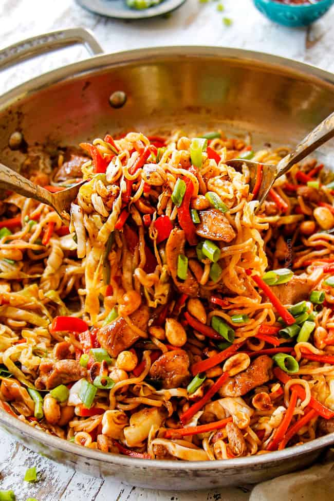 showing how to make yakisoba by garnishing with green onions