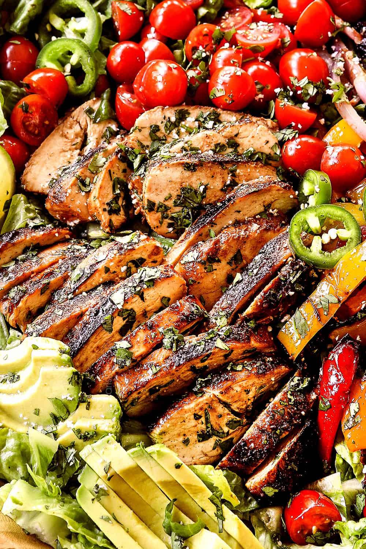 up close of juicy chicken in chicken fajita salad (chicken salad recipe) in a wood bowl
